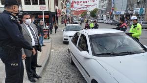 Beypazarı Kaymakamı Oktay Erdoğan, maske denetimine katıldı