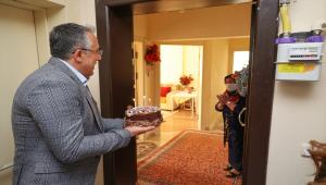 Nevşehir Belediye Başkanı Savran'dan 64 yaşındaki kadına doğum günü sürprizi