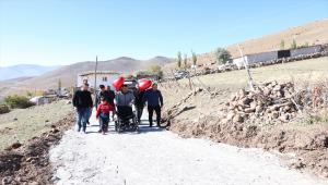 Niğde'de engelli minik Elif'in evinin önüne Vali Şimşek'in talimatıyla yol yapıldı