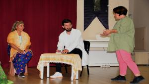 Tiyatro grubu kuran ev hanımları, kadın hikayelerini sahneye taşıyacak