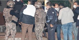 Antalya'da Eski eşini silahla vurmaya çalıştı