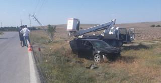 Konya'da otomobil elektrik direğine çarptı: 2 yaralı